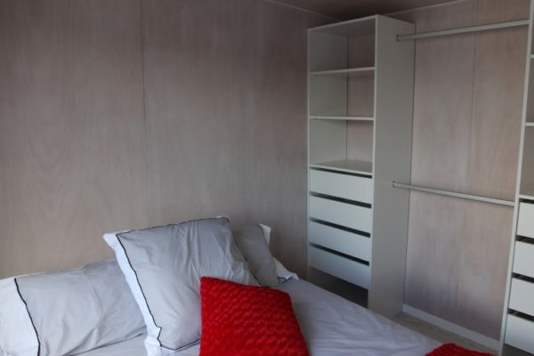 tiny houses bed & wardrobe Tiny homes