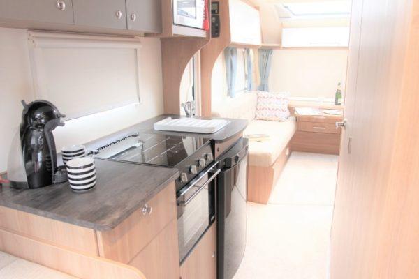 kitchen to lounge-min